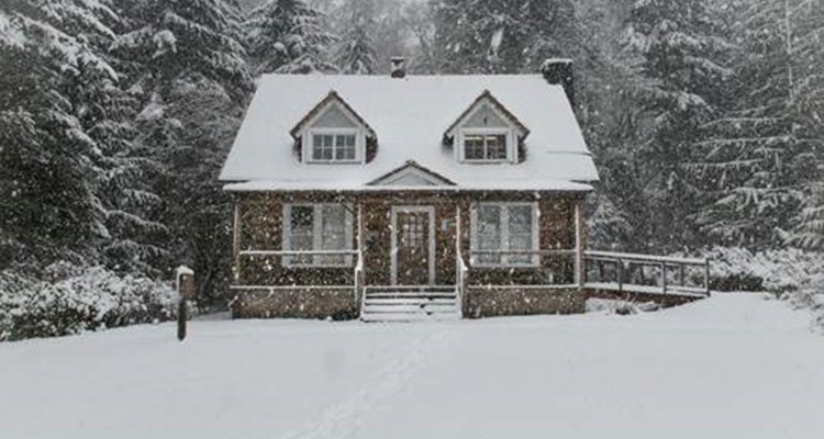 Tips and Benefits of Buying a Home During the Holidays